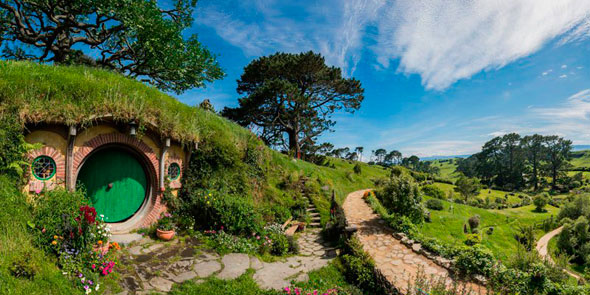 hobbiton-movie-set-tour-new-zealand-9.jpg